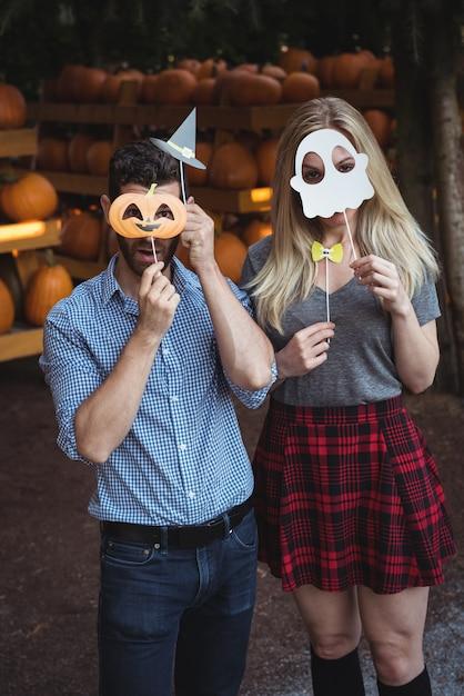 Paar dat halloween-masker draagt Gratis Foto