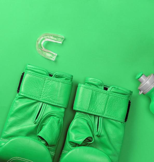 Paar lederen groene bokshandschoenen Premium Foto
