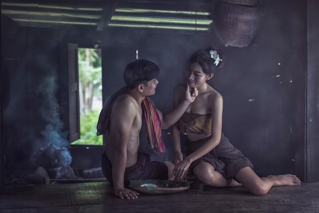 Paar thaise familie geluk tijd Premium Foto
