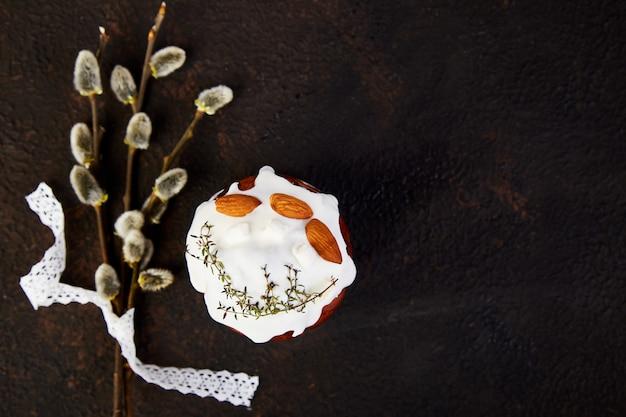 Paasvakantie ontbijt concept. vrolijk pasen, pasen-samenstelling Premium Foto