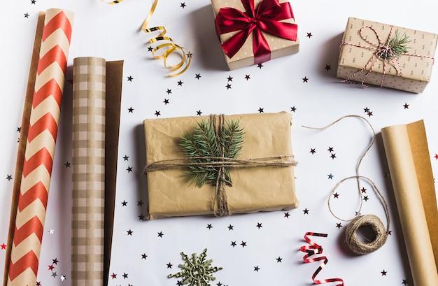 Pakket kerst geschenkdoos nieuwjaar kerst verpakking inpakpapier, Gratis Foto