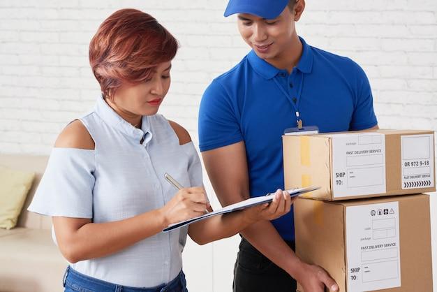 Pakketten ontvangen Gratis Foto