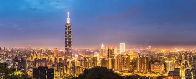 Panorama van de skyline van taipei Premium Foto