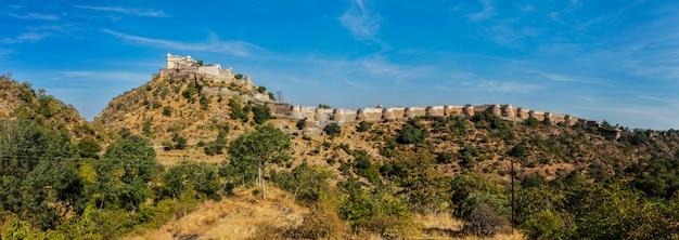 Panorama van fort kumbhalgrh. rajasthan, india Premium Foto