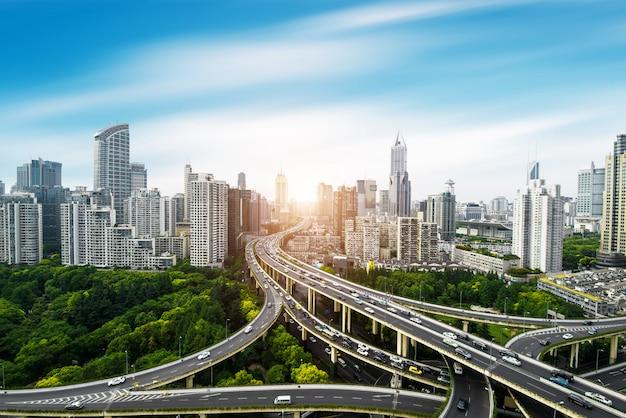 Panorama van stad opgeheven viaduct in shanghai Premium Foto