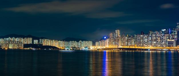 Panoramacityscape mening van shenzhen bij nacht, de atmosfeer van de nachtlichten in de stad van internationale handel en uitvoer van china Premium Foto