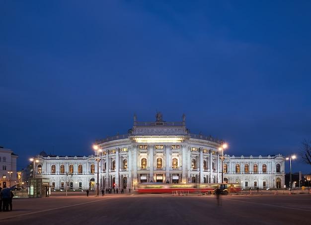 Panoramisch beeld van burgtheater in wenen Premium Foto
