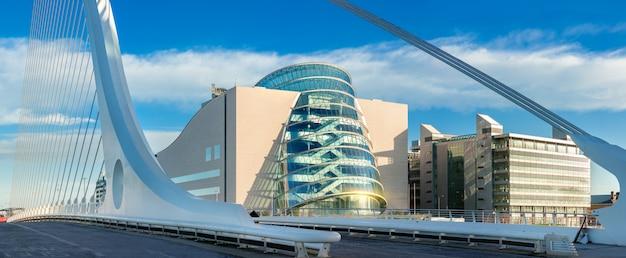 Panoramisch beeld van convention centre dublin (ccd) Premium Foto