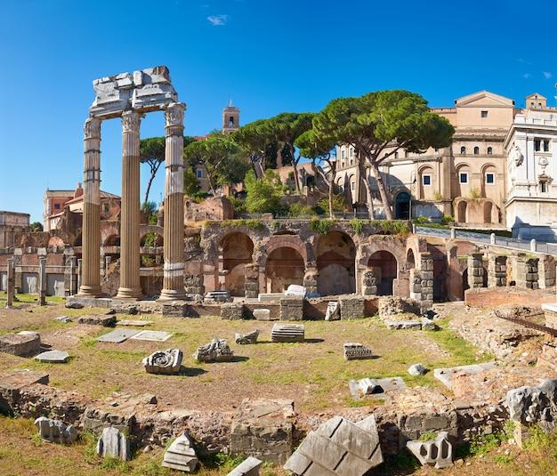 Panoramisch beeld van het roman forum in rome, italië Premium Foto