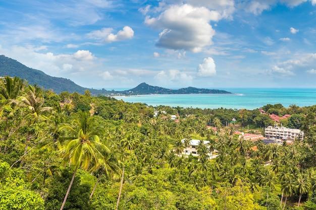 Panoramisch luchtfoto van het eiland koh samui, thailand Premium Foto