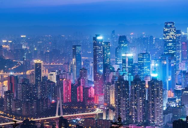 Panoramisch stadslandschap, prachtig nachtzicht Premium Foto