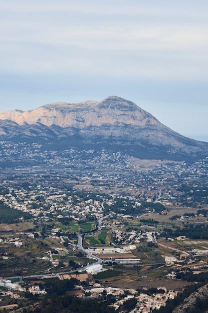 Panoramisch uitzicht op de berg montgo in denia en javea Premium Foto