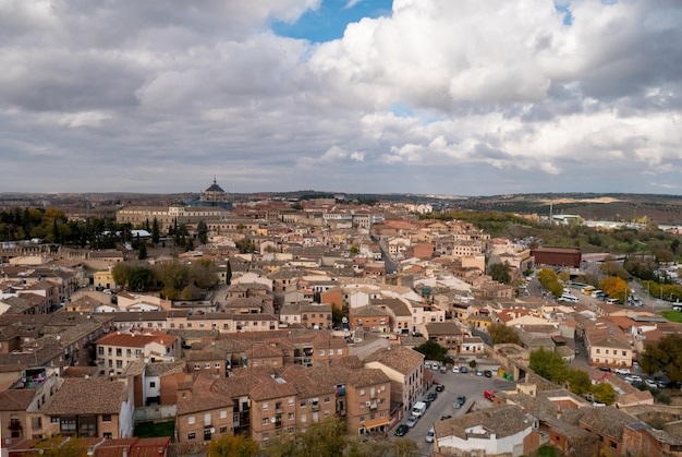 Panoramisch uitzicht over de stad toledo in spanje. Premium Foto