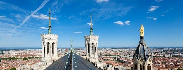 Panoramisch uitzicht over lyon vanaf de top van de notre dame de fourviere, lyon, frankrijk. Gratis Foto
