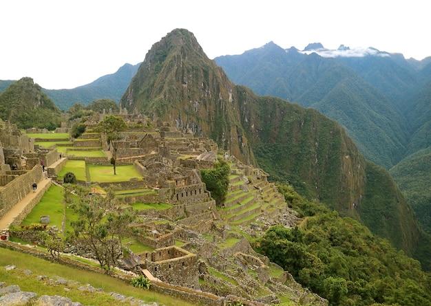 Panoramisch zicht op de oude inca-citadel van machu picchu, cuzco-gebied, peru, zuid-amerika Premium Foto