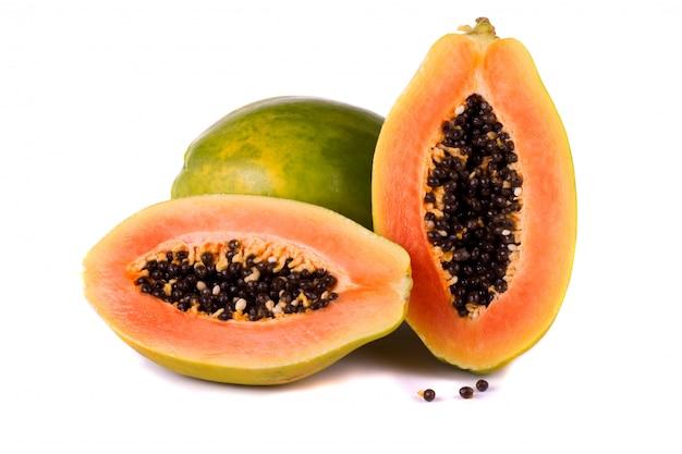 Papajafruit op wit Premium Foto