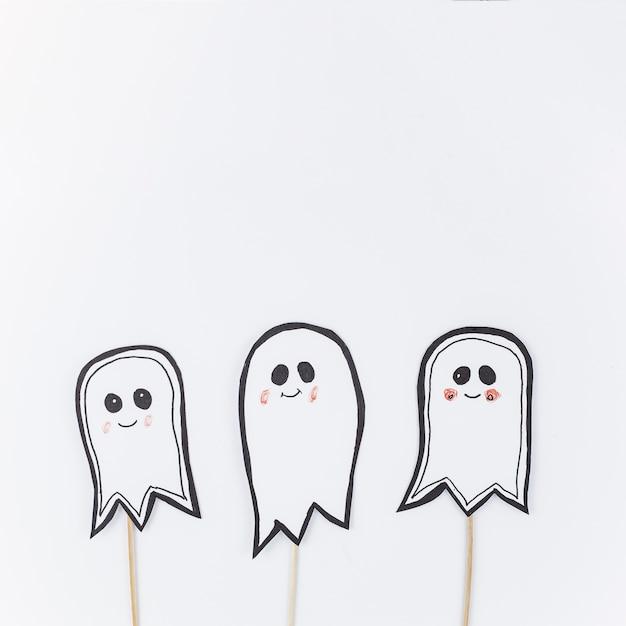 Papieren geesten op stokken voor Halloween Foto | Gratis Download