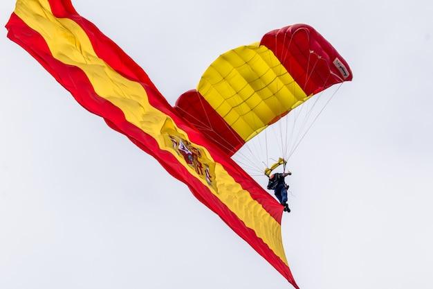 Parachutist van de papea Premium Foto