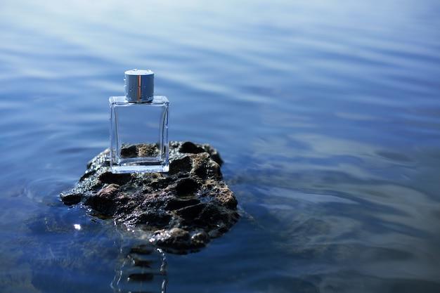 Parfum op steen Premium Foto