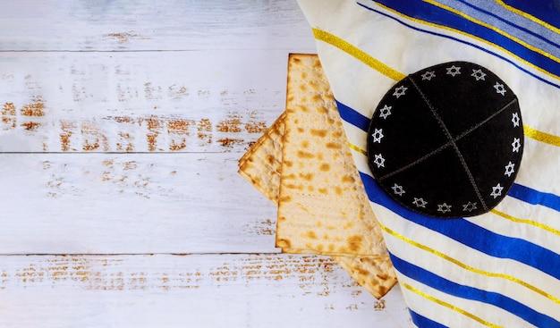 Pascha joodse pesah vakantie matza haggadah een ongezuurd brood Premium Foto