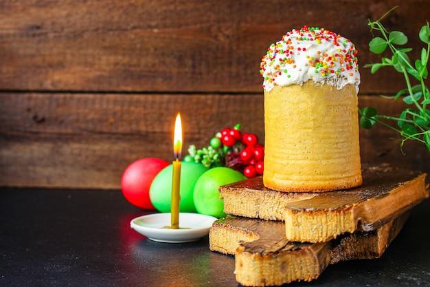 Pasen cake en paaseieren Premium Foto