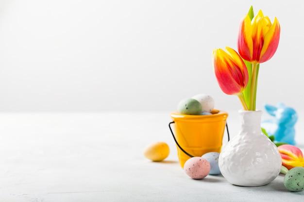 Pasen-samenstelling met de lentetulpen Premium Foto
