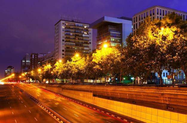 Paseo de la castellana in de zomernacht. madrid Gratis Foto