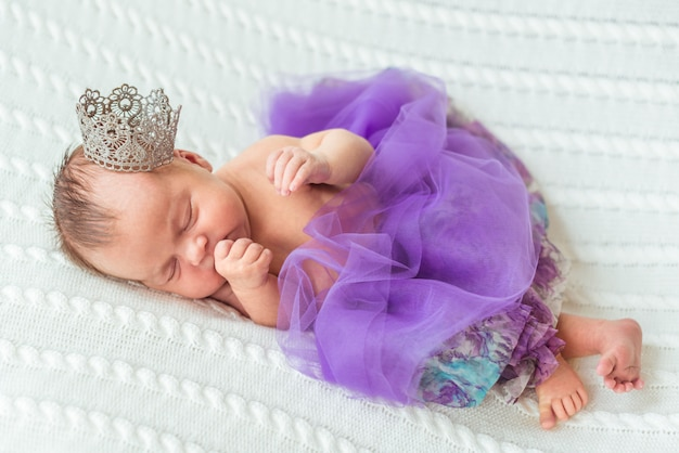 Pasgeboren baby meisje prinses Premium Foto