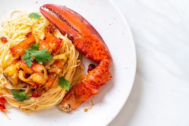 Pasta all'astice of kreeftenspaghetti Premium Foto