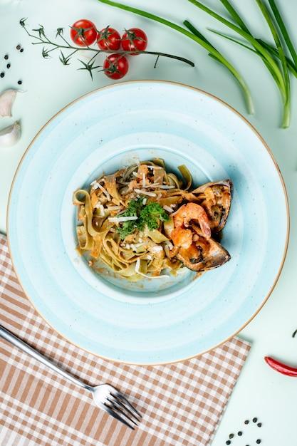 Pasta met oesters met kruiden en kaas Gratis Foto