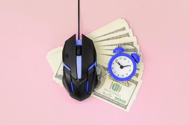 Pay-per-click en autoclicker-concept. inkomsten op internet Premium Foto