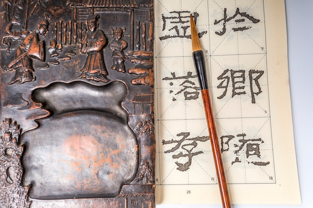 Penholder achtergrond inheemse pen traditionele schetsen Gratis Foto