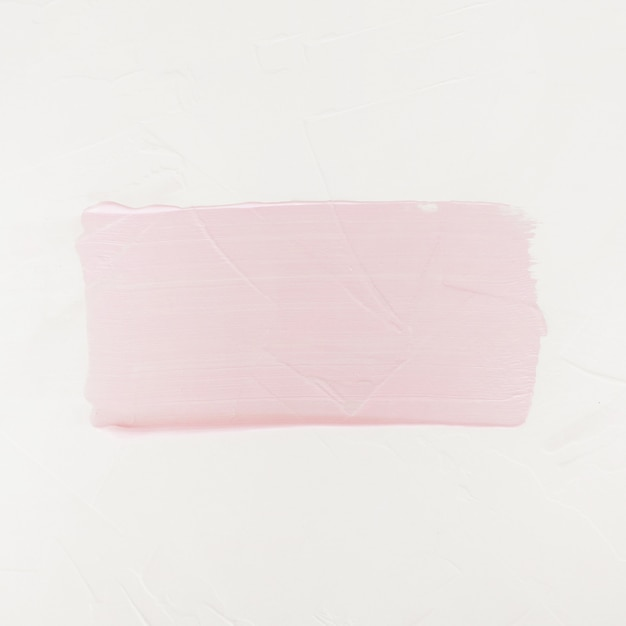 Penseelstreek. acrylverfvlek. roze kleurenslag van de verfborstel geïsoleerd op wit Gratis Foto