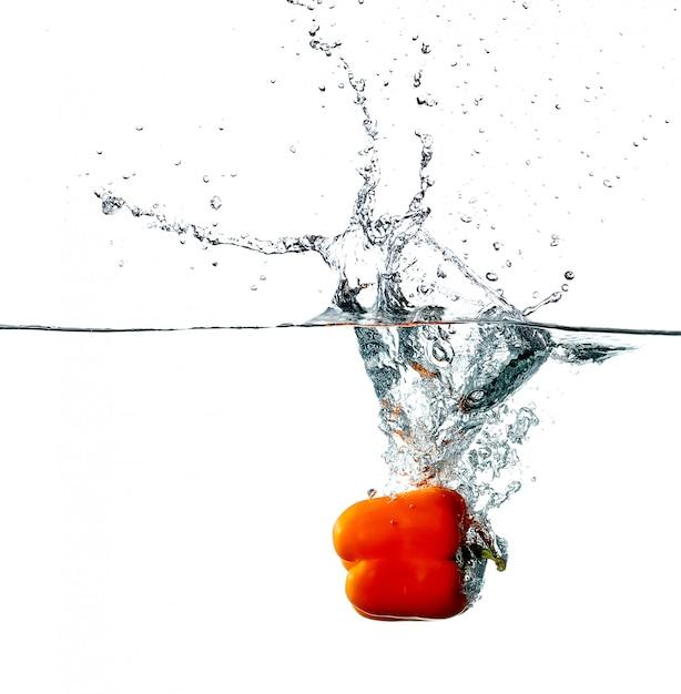 Peper druppels in een water Gratis Foto