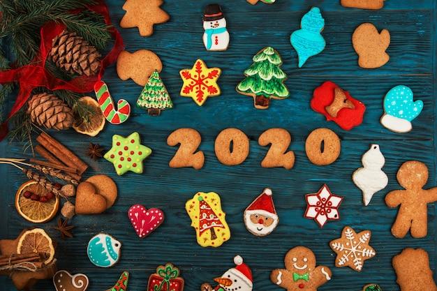 Peperkoeken voor nieuwe 2020-jaren Premium Foto