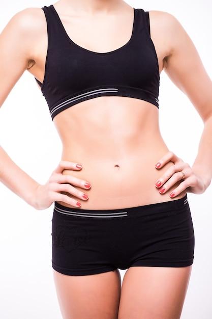 Perfect fit vrouwelijk lichaam geïsoleerd op een witte muur Gratis Foto