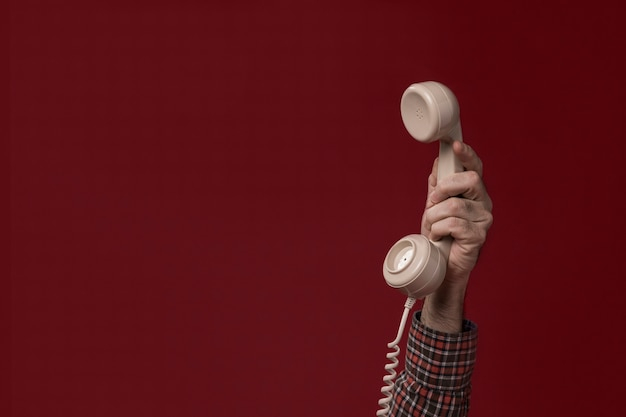 Persoon die een telefoon Gratis Foto