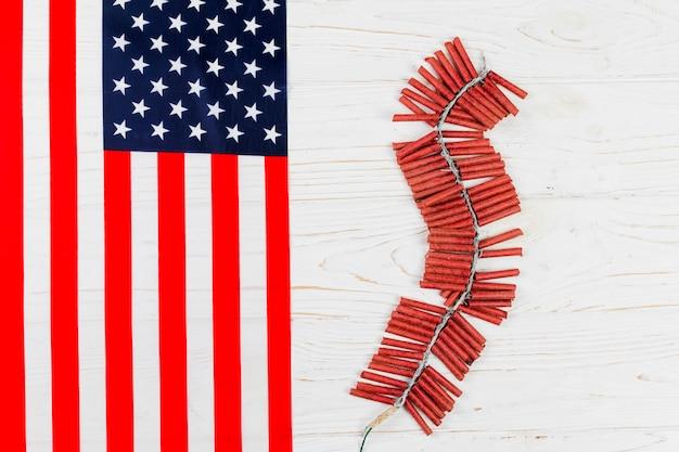 Petards en amerikaanse vlag Gratis Foto