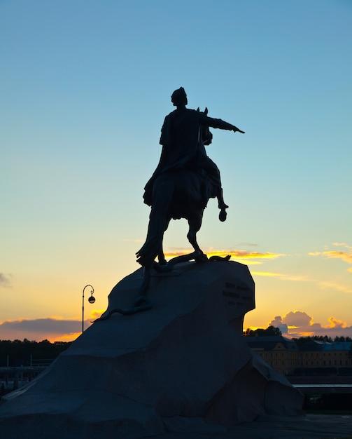Peter de grote in zonsopgang. sint petersburg Gratis Foto