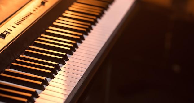 Piano toetsen close-up, op een mooie gekleurde achtergrond, het concept van muziekinstrumenten Gratis Foto