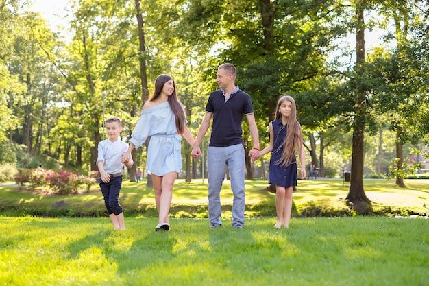 Picknick met het gezin Gratis Foto