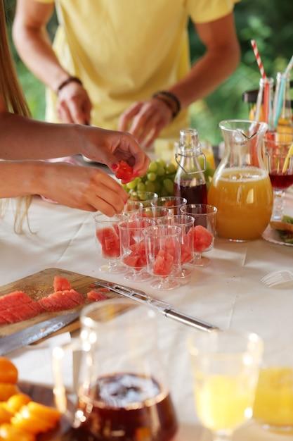Picknickmaaltijden in voorbereiding Gratis Foto