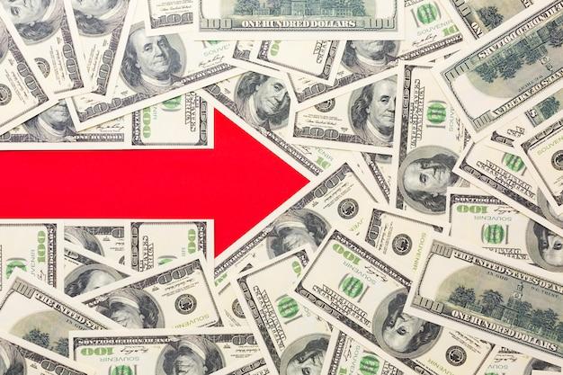 Pijl naar rechts met bankbiljetten Gratis Foto