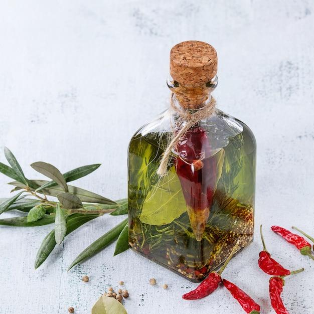 Pittige olijfolie Premium Foto