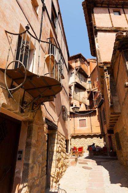 Pittoreske huizen van de oude spaanse stad Gratis Foto