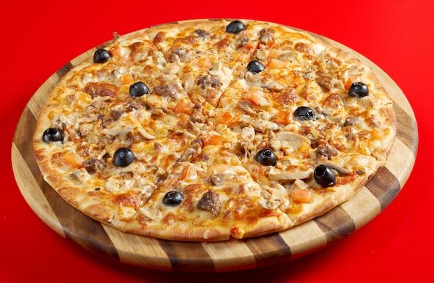 Pizza met gemberrundvlees. italiaanse keuken. studio Premium Foto