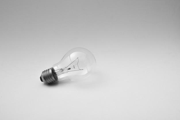 Plafondlamp met schaduw geïsoleerd op lichtgrijs Premium Foto