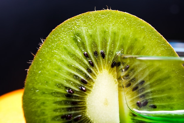 Plakje sappige rijpe groene kiwi Gratis Foto