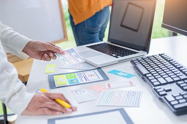 Planningstoepassing creative web designer en ontwikkeling van sjabloonlay-out. Premium Foto