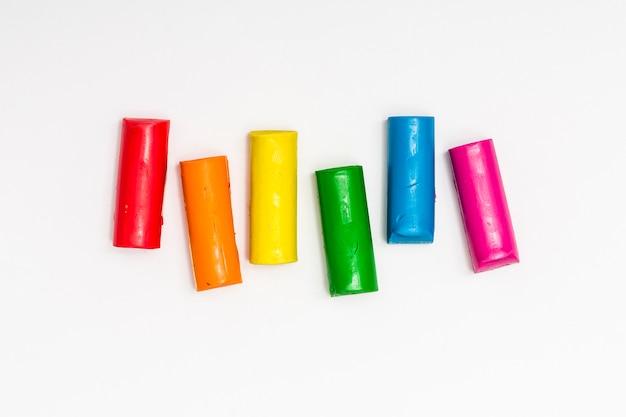 Plasticine sticks van verschillende kleuren Gratis Foto